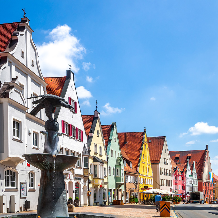 AvJS Personaldienstleister – Asbach-Bäumenheim Innenstadt Altstadt mit bunten Fassaden