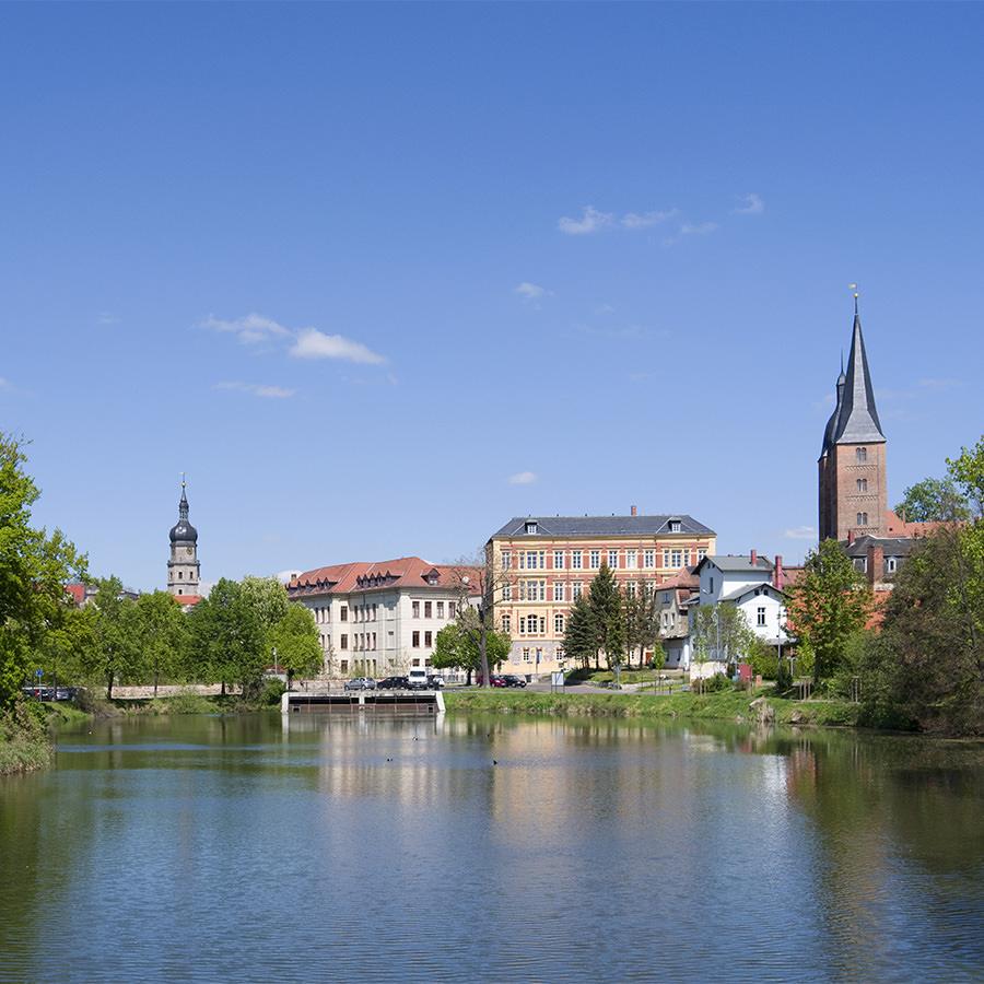AvJS Personalvermittlung – Altenburg Innenstadt mit Fluss