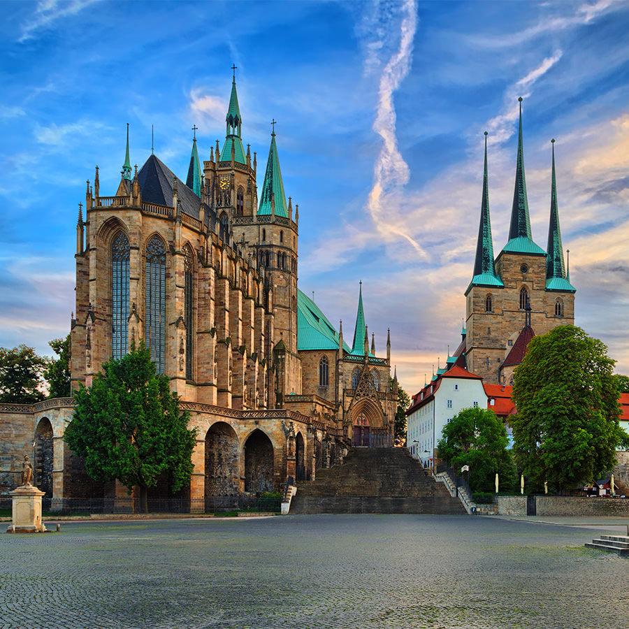 AvJS Personalvermittlung – Erfurt Kirche in der Stadt mit Platz