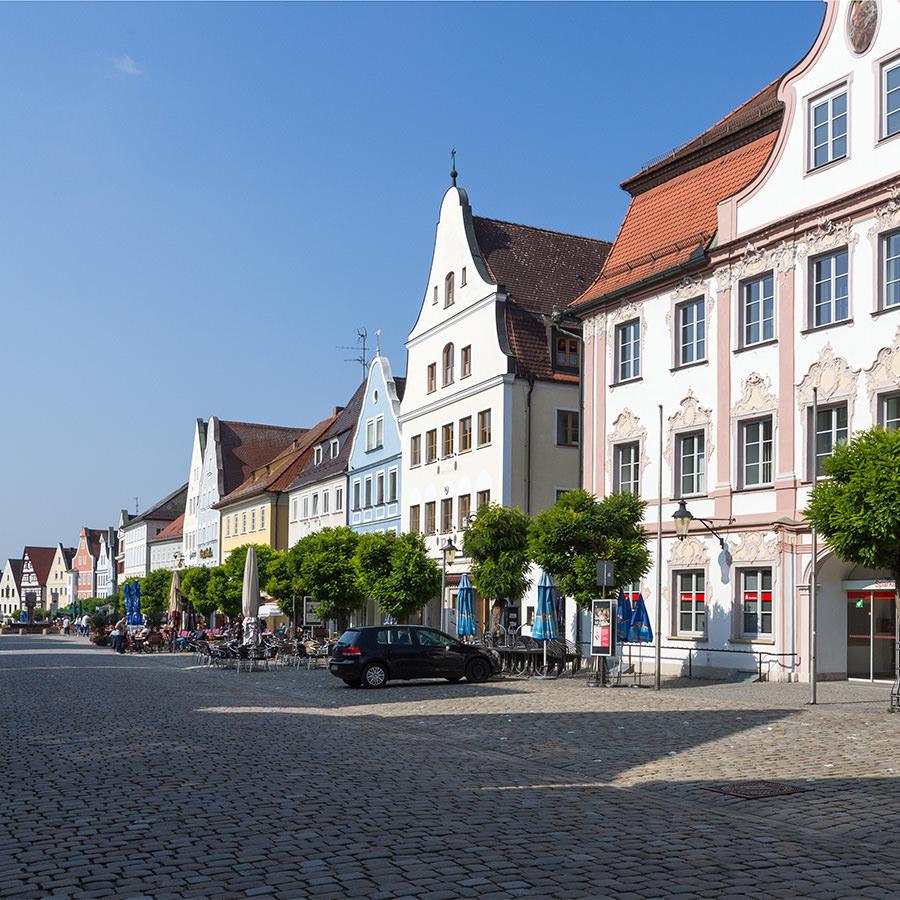 AvJS Personalvermittlung – Günzburg Fußgängerzone mit historischen Häusern