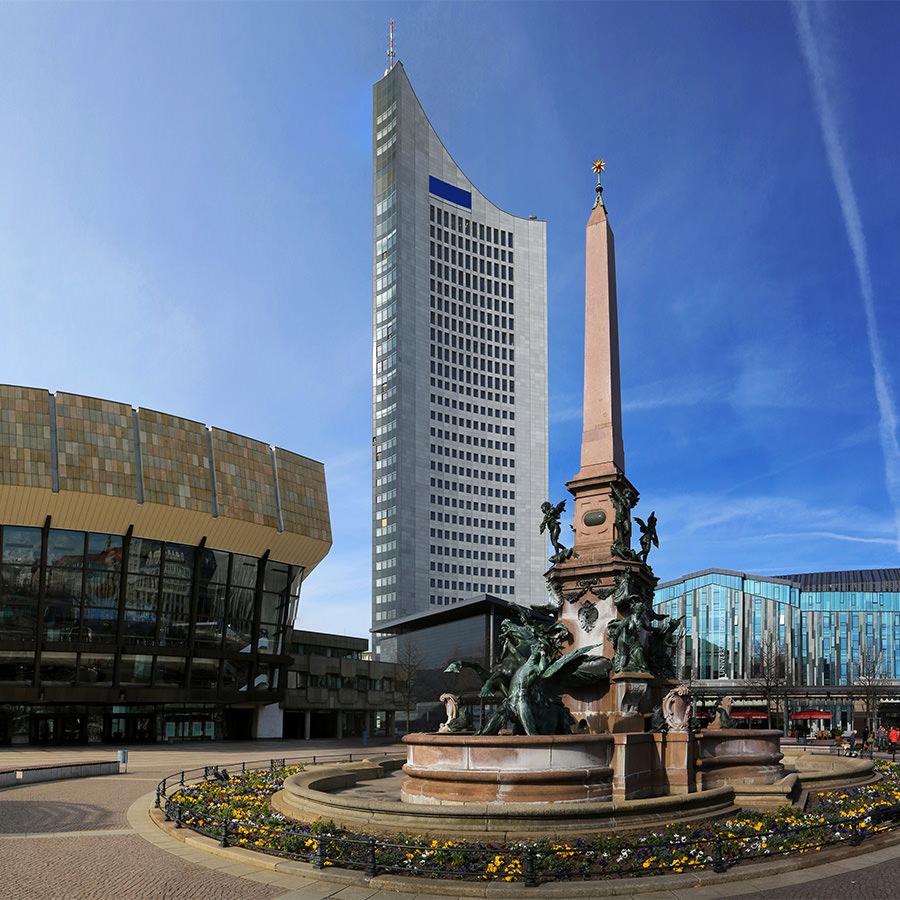 AvJS Personalvermittlung – Leipzig Vorplatz mit Obelisk und Hochhaus