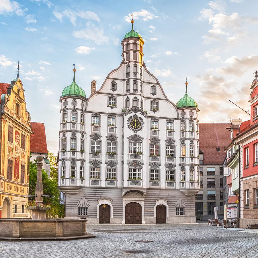 AvJS Personalvermittlung – Memmingen historische Altstadt mit Brunnen