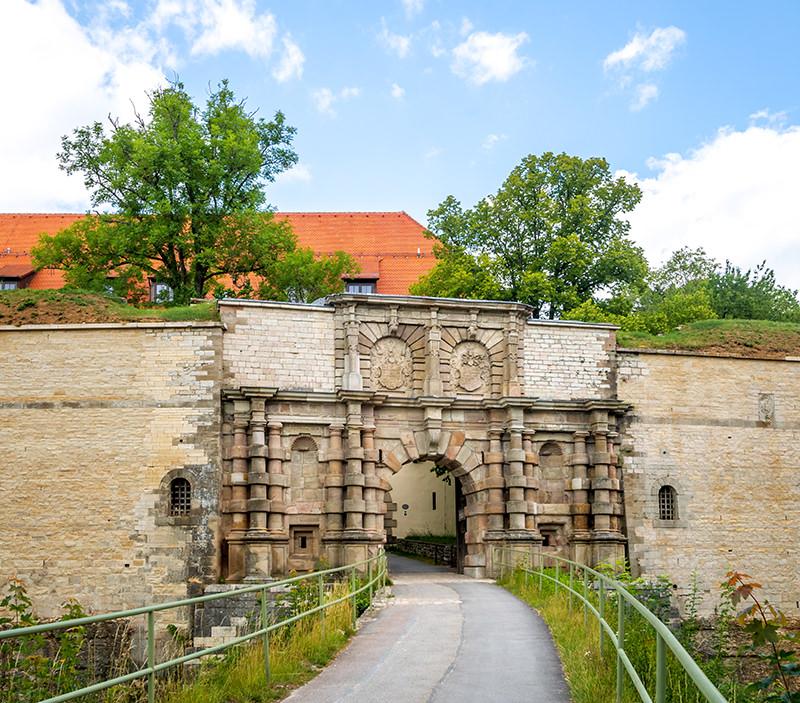 AvJS Personalvermittlung – Weissenburg Burg Tor